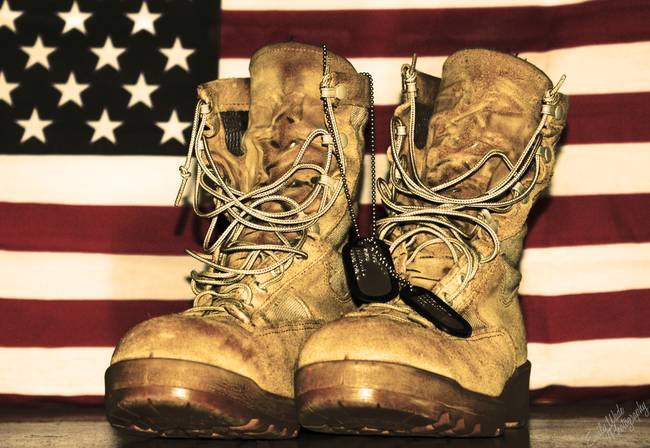 combat-boots-dog-tags